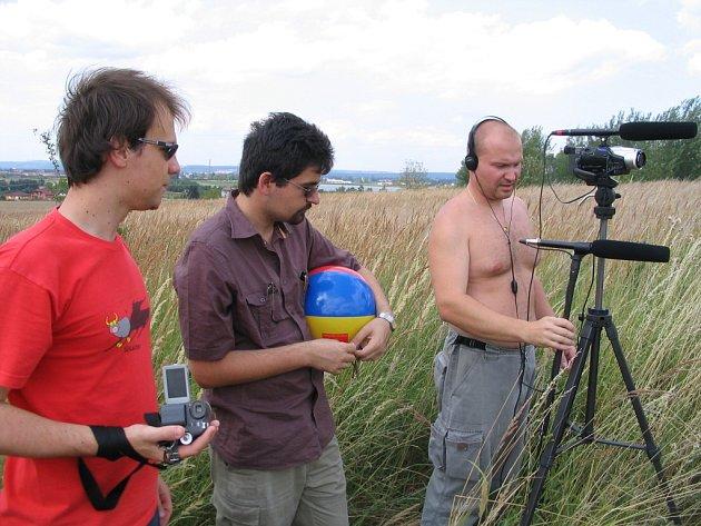 Snímek je z pátého natáčecího dne připravovaného filmu pojmenovaného Trvdý úder.