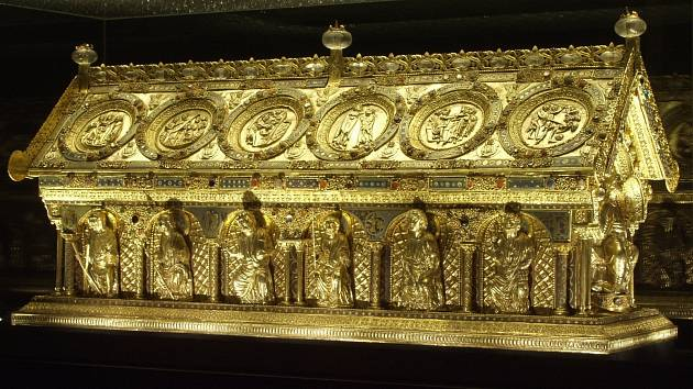 Relikviář je umístěn na zámku v Bečově nad Teplou. Na jih Čech přijede dotykový model.
