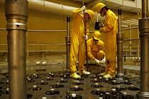 Silný kuřák  dostane za rok dvakrát víc radioaktivity, než je povolená norma u pracovníků Temelína, řekl na besedě s Rakušany jaderný expert Jiří Tyc. Ilustrační foto.