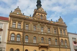 Radní Strakonic čeká ve středu jednání o rozpočtovém provizoriu. Na snímku je strakonická radnice.