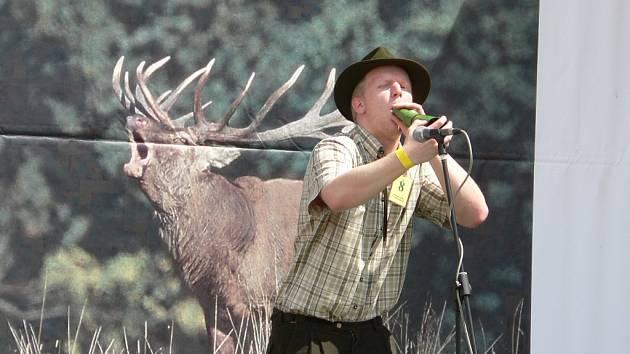 Mistrovství republiky ve vábení jelenů.