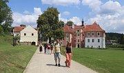 Zámek Mitrowicz nabídl komentované prohlídky v rámci akce Víkend otevřených zahrad.