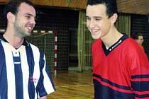 V sobotu  se v hale ve Vodňanech setkali jako protihráči.  Jiří Kladrubský (vpravo) a Michal Schön. Oba hrávali v Dynamu ČB nebo v Tatranu Prachatice.