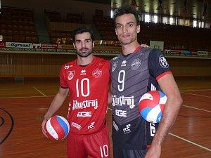Posily Jihostroje Max Staples a Miguel Angel de Amo (v červeném).