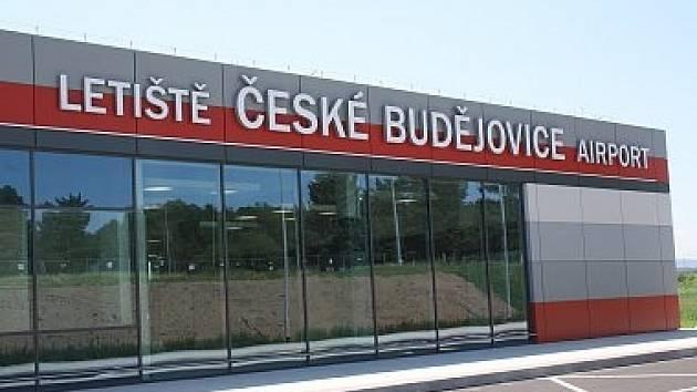Deník na středu pozval do terminálu Jihočeského letiště v Plané u Českých Budějovic devět lídrů nejsilnějších stran a uskupení, které se budou ucházet o hlasy Jihočechů v říjnových krajských volbách.
