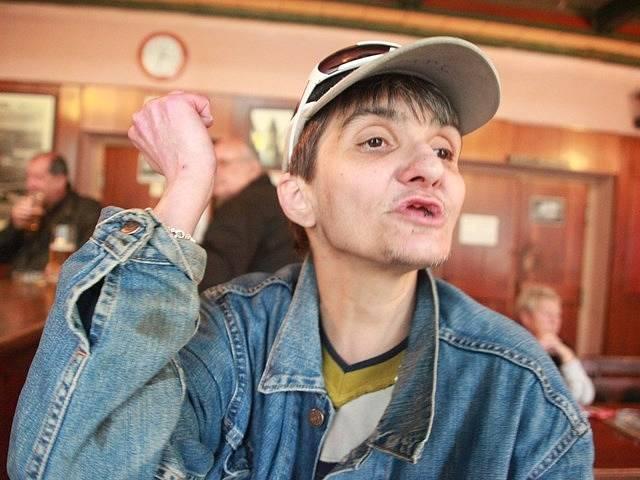"""""""Na svobodě je to hnusný,"""" říká Máňa alias Marie Lavičková, recidivistka a hrdinka dokumentů Olgy Sommerové. Ve vězení strávila od roku 1993 přes 19 let a chce se do něj vrátit."""