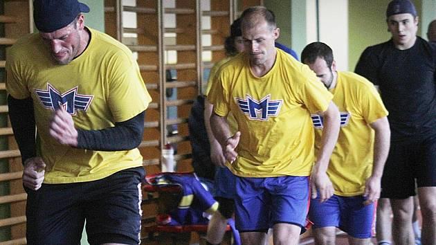 Na prvním tréninku jsou zleva Jakub Suchánek, Lukáš Květoň a David Kuchejda.