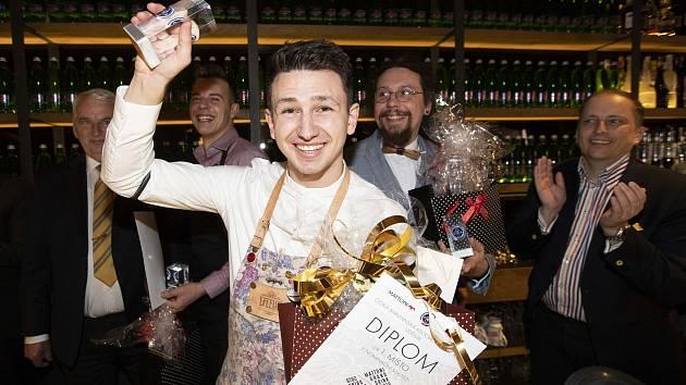Vítězem českého národního kola Mattoni Grand Drink se v úterý stal v Coctail Baru Žlutá Ponorka 23letý Jan Šebek s koktejlem Birdie.
