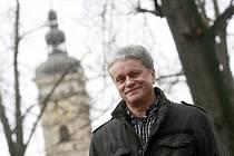 JIHOČESKÉ KOŘENY má Otakar Svoboda (60), nový šéf Jihočeské komorní filharmonie. Jeho plán zní: sehnat peníze, zajímavé interprety, oslovit širší publikum a dostat JKF do ciziny.