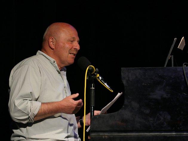 Petr Skoumal, který složil hudbu například k Maxipsu Fíkovi či králíkům z klobouku, si na Anifilmu užil Aloise Nebela a studentské filmy.