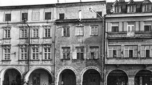 Domy U jelena, U bílého anděla a Nakladatelstvé Kratochwil před rokem 1965.