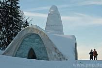 Sněhový kostelík začíná tát.