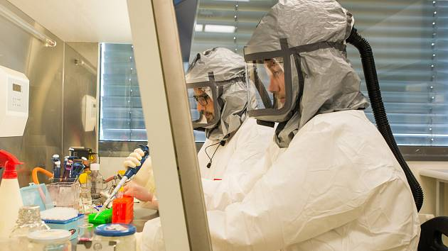 Biologické centrum AV ČR získalo povolení analyzovat vzorky na koronavirus a začne testovat.