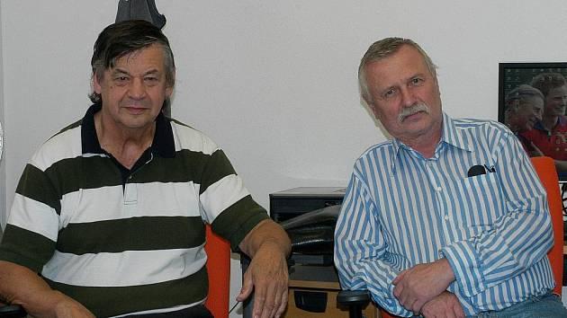 Muži v pozadí úspěchů mladých třeboňských boxerů: zleva Miroslav Foral a Zbyněk Lejsek.
