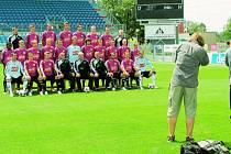 Po středeční tiskovce následovalo na Střeleckém ostrově tradiční fotografování ligového mužstva pro média.