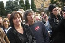 Vladana Hallová a Tomáš Halla před koncertem Plastiků, kterého se po desítkách let konečně dočkali.