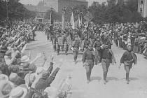 Slet. Roku 1924 se v Českých Budějovicíchuskutečnil mohutný krajový slet s účastí zahraničních sokolů. Brzy potom vybudovali členové na stadionu i škvárovou běžeckou dráhu.