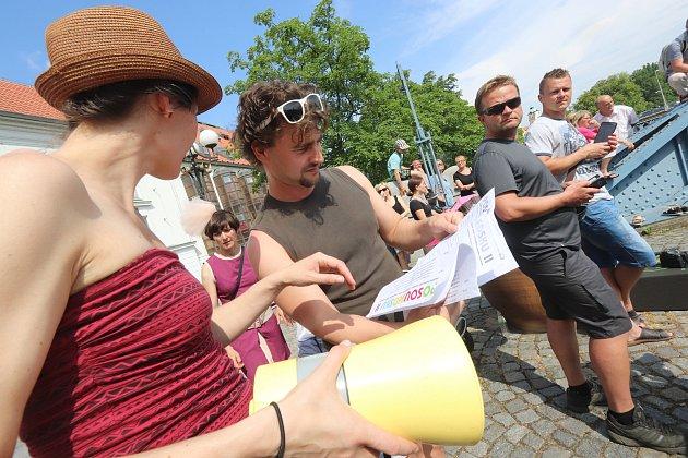 Kulturní akce Jihočeského divadla Po sousedsku v okolí  divadla v Českých Budějovicích.