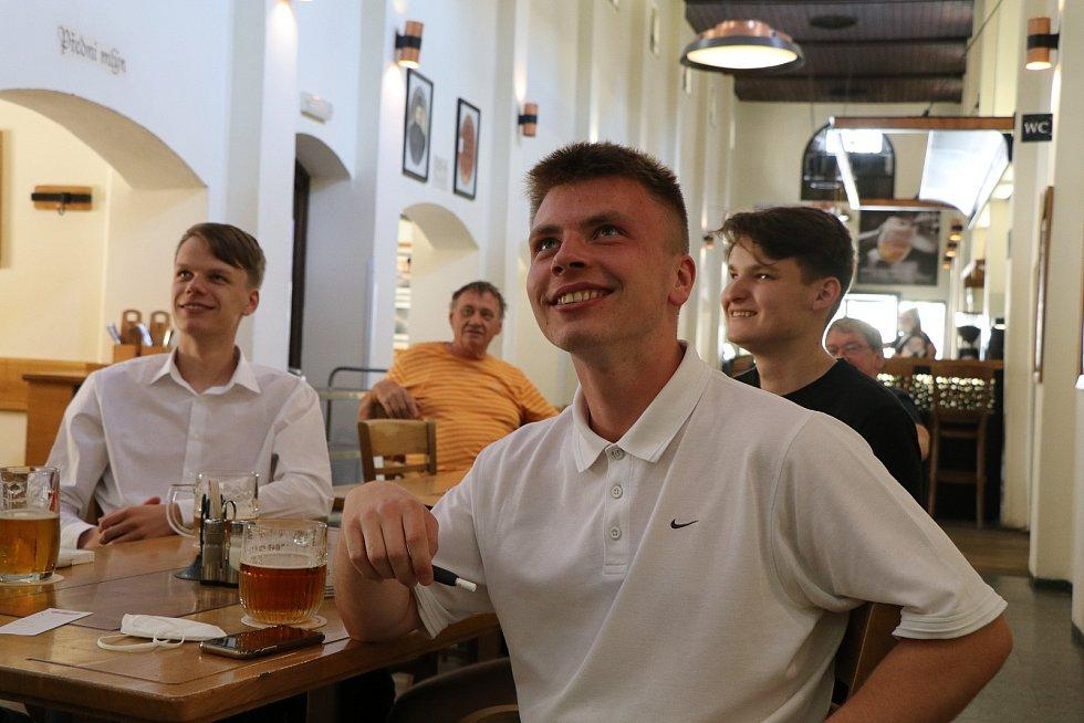 Jihočeši fandí našim fotbalistům na Euru s půllitry v rukou, podívejte se.