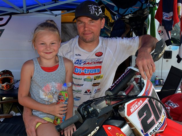 Ladislav Mikas s dcerkou.