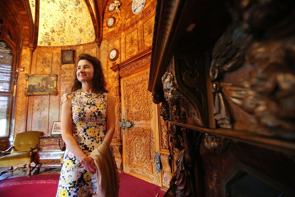 Britská velvyslankyně Jan Thompson si prohlédla na návštěvě Jihočeského kraje také zámek Hlubokou.