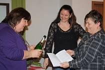 Svou třetí knížku pokřtila autorka píšící pod pseudonymem Zuzana Zemanová (uprostřed) v Horní Stropnici.