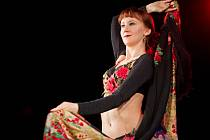 Tanečnice ve studentském divadle pomáhaly ženám v nouzi.