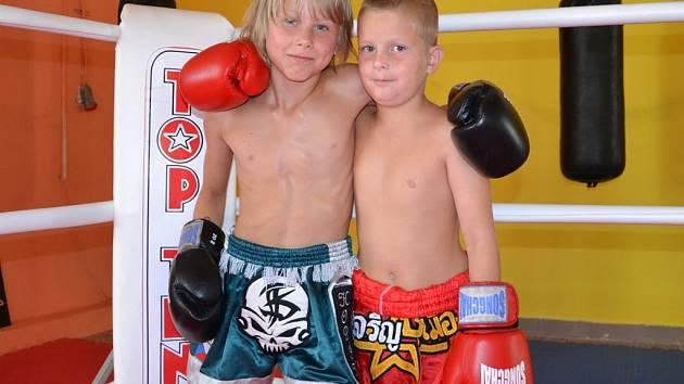 Kryštof Ševčík (vlevo) a Filip Žaloudek mají medaile z mistrivství republiky ve sportovním matsogi.