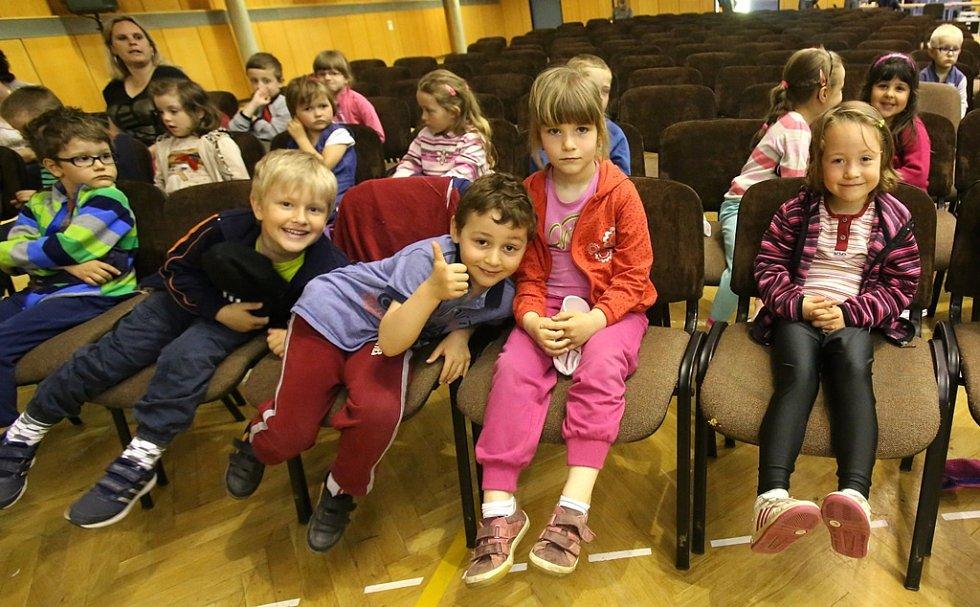 Promítání večerníčků dětem v rámci Anifilmu.