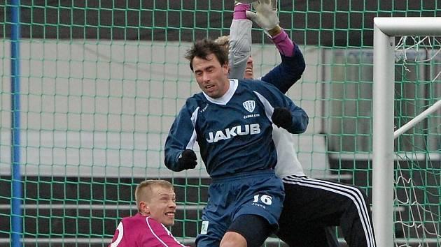 Josef Laštovka si minulý víkend na Hluboké zahrál za juniorku, tuto sobotu si ale odbyl ligovou permiéru za dynamo v Ostravě.