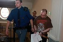 Obžalovaný Tomáš Pospíšil na snímku z dubnového zahájení hlavního líčení.