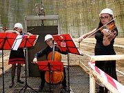 V chladící věži na Temelíně zahrála Jihočeská filharmonie