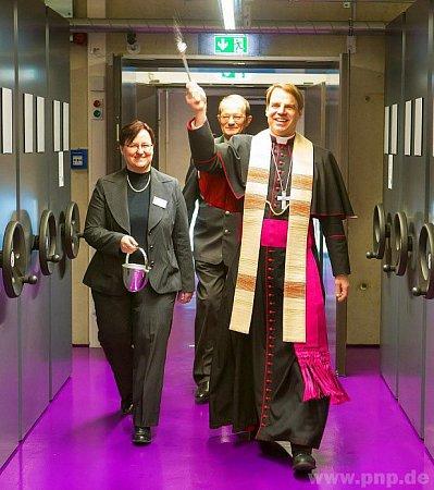 Biskup Oster vysvětil archiv.