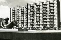 Panelové domy na Lidické třídě. Ty první zde začaly růst před koncem roku 1959.