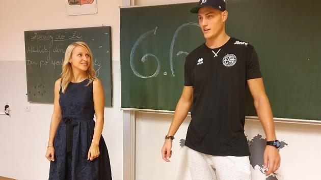 Marek Zmrhal zahjoval školní rok v ZŠ Oskara Nedbala, v úterý se poprvé představí jihočeským fanouškům v dresu Jihostroje.