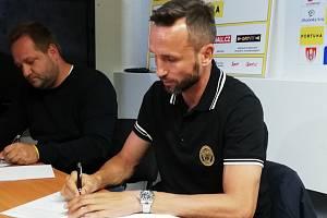 Tomáš Sivok podepsal v pondělí podepsal v Dynamu smlouvu do konce sezony.