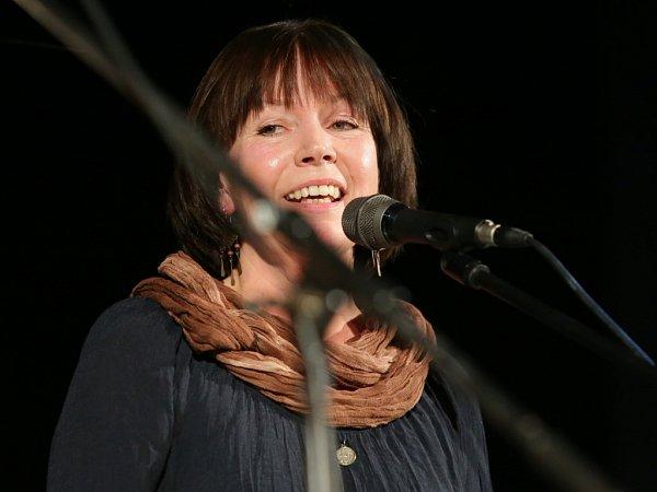 Pocta skupině Minnesengři, kteří vznikli před 45lety, se odehrála 14.listopadu 2013včeskobudějovickém DK Metropol. Na snímku zpěvačka Lída Pouzarová.