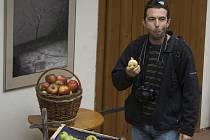 Loňské prvenství v soutěži o nejchutnější jihočeské jablko obhájila odrůda Jarka od ovocnářů Hamlíkových z Krtel. Na druhém místě skončilo jablko Bohemia ze společnosti Zemcheba Chelčice, třetí odrůda byla oceněna Šampión z Krtel. Nejvíce návštěvníky domu