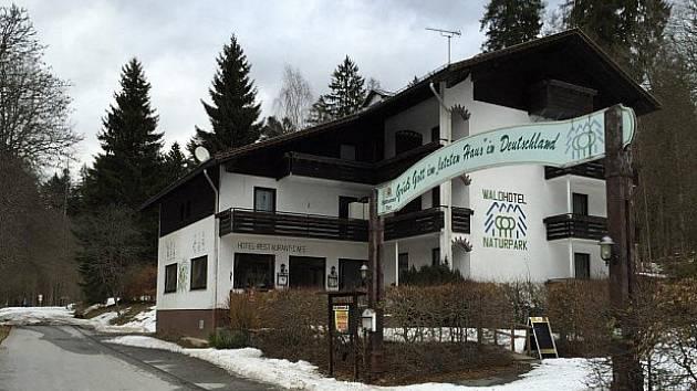 Hotel v lese asi nevynáší...