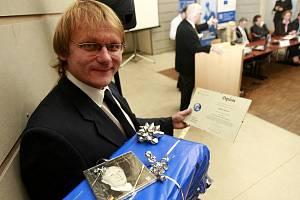 Jihočeští novináři Hana Soukupová (Český rozhlas) a Radek Gális - na snímku (Deník) si převzali 11. listopadu na slavnostním vyhlášení první ceny Regionální novinářské ceny Konrad-Adenauer-Stiftung 2011 v aule Masarykovy univerzity v Brně.