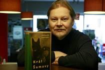 Knihu o Králi Šumavy, ve které zmiňuje také Rudolfa Kalčíka, napsal i spisovatel David Jan Žák.