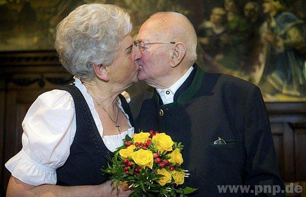 Vzali se na starší kolena.