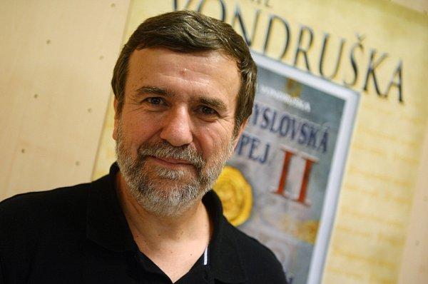 Spisovatel a historik Vlastimil Vondruška.