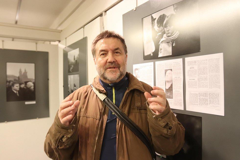 Ctibor Šatánek na výstavě Jana Palacha v galerii Nahoře