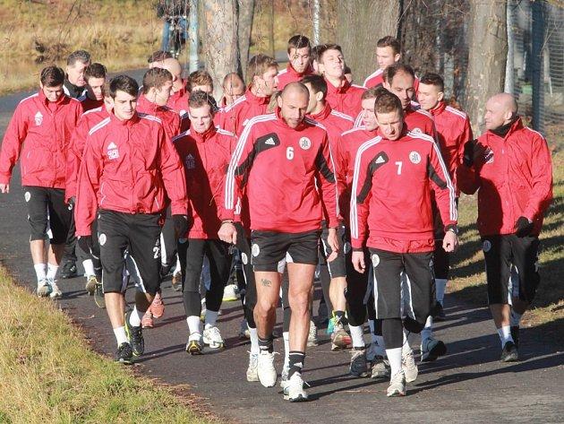 Hned po přivítání fotbalisté Dynama v pondělí vyrazili na první letošní výběh.