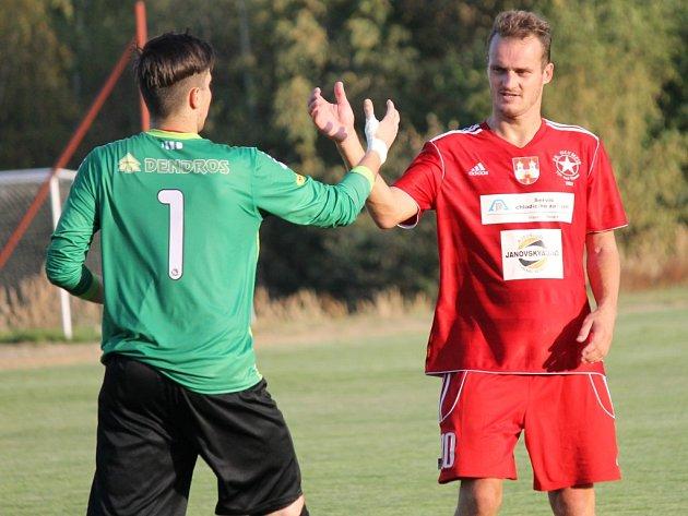 Zkušený Pavel Vařil (vpravo) nastoupil místo v obraně v útoku a Milevsku dal dva góly. Týn na domácím stadionu konečně vyhrál!