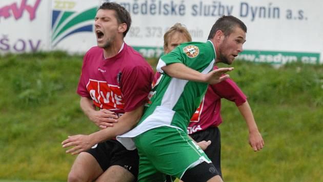 Po tomto hokejovém bodyčeku blšanského Heince na Václava Mrkvičku sám faulovaný z penalty uzavřel v duelu s Blšany na konečných 3:0 pro juniorku Dynama.