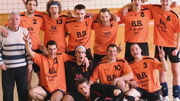 Volejblaisté českobudějovického EGE letos ještě v první lize neprohráli. Po třech kolech jsou jako jediný tým suverénní.