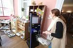 Nově otevřené výpůjční okénko v knihovně v Českých Budějovicích.