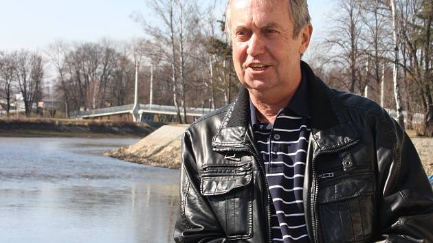 V Budějovicích žije Pavel Polák prakticky celý život. Působil tu jako vojenský kuchař na letišti, poté jako sekretář na fotbalovém svazu. Dnes se stará o knihy ve Zlaté Koruně.